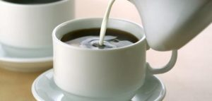 القهوة العربيه مع الحليب